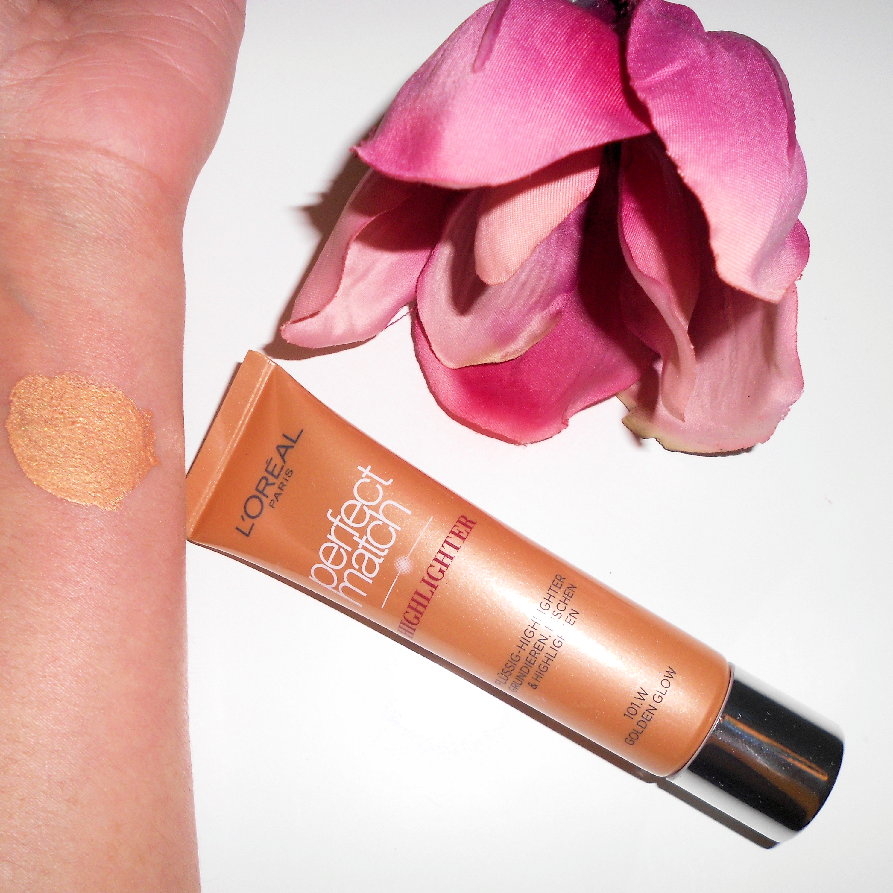 loreal-perfect-match-highlighter-101-golden-glow-swatch
